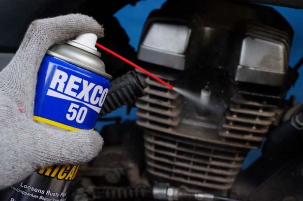 Ini Tips Aman Terjang Banjir Pakai Sepeda Motor Dari Rexco (2)